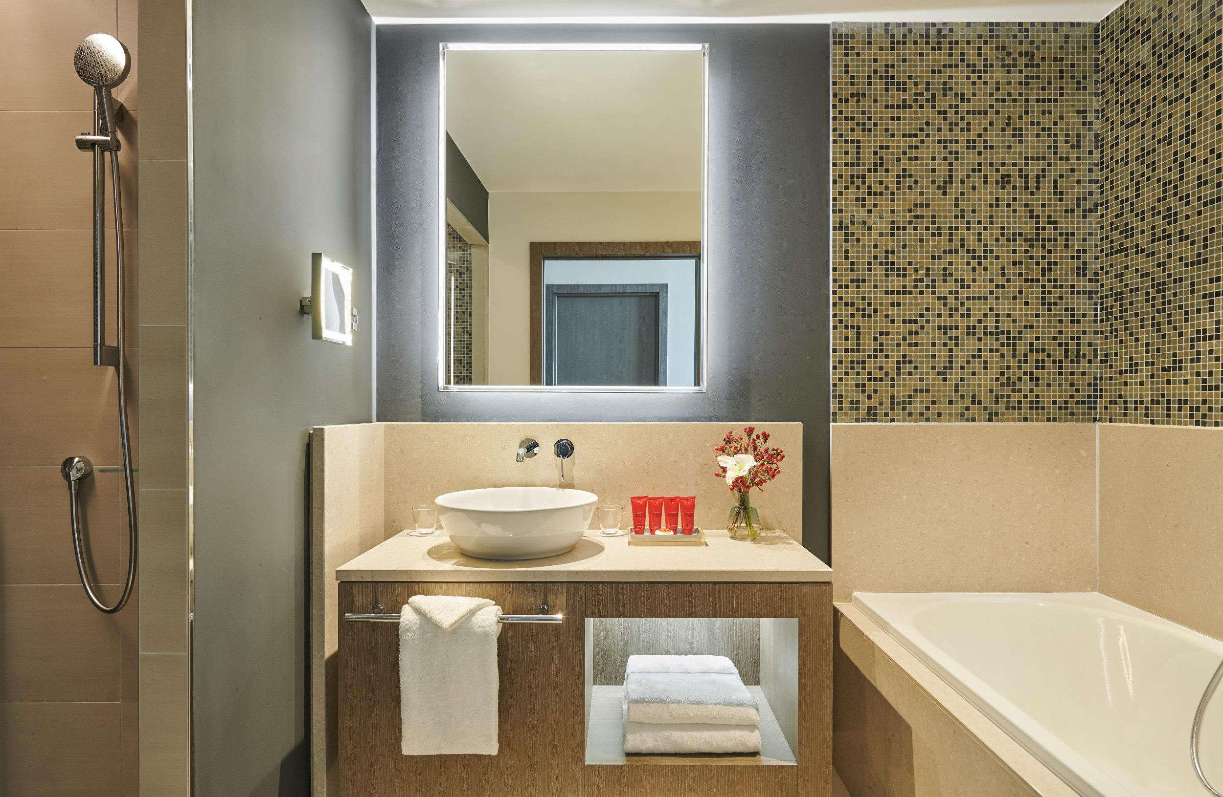 InterContinental Lyon - Hotel Dieu - salle de bains - Chambre Executive - Vue Rhone - MICE - Travel