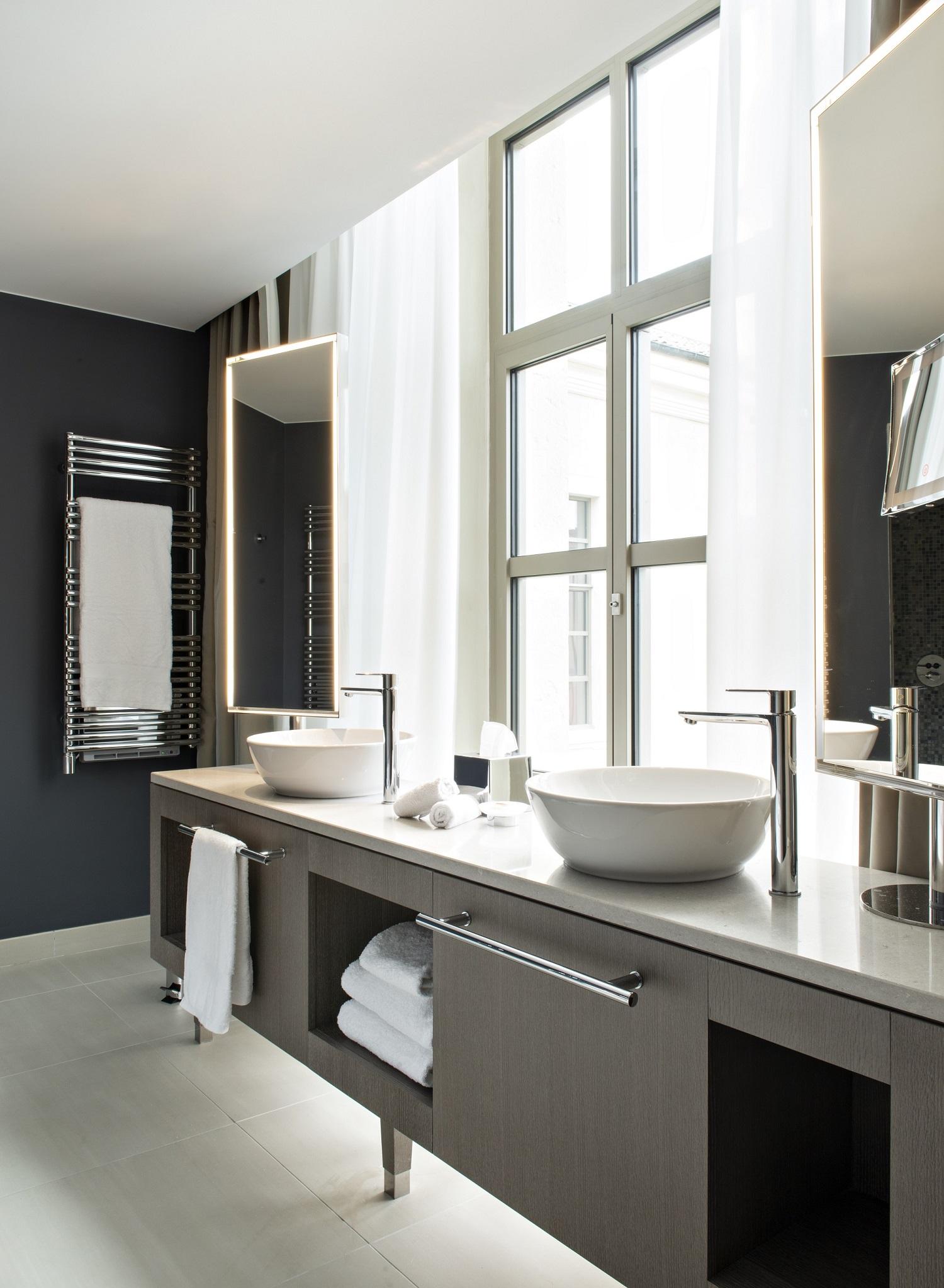 Bathroom - Deluxe room (c)STUDIO JEAN-PHILIPPE NUEL